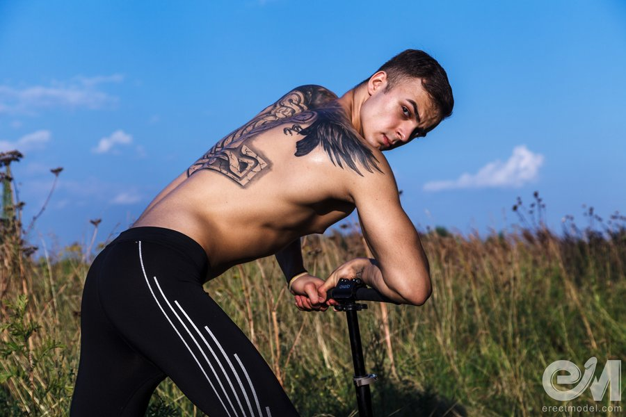 Sexy guy with tattoos in tight spandex pants