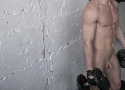 Big muscle penis of a nude bodybuilder video