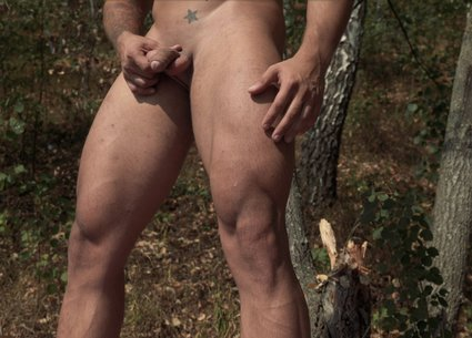 Hot gay workout video with beefy nude man